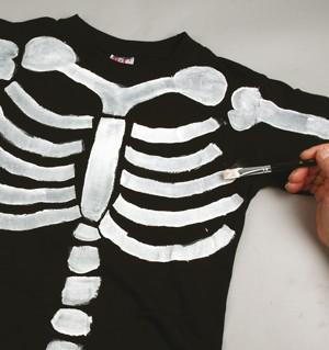 skelett auf t shirt malen